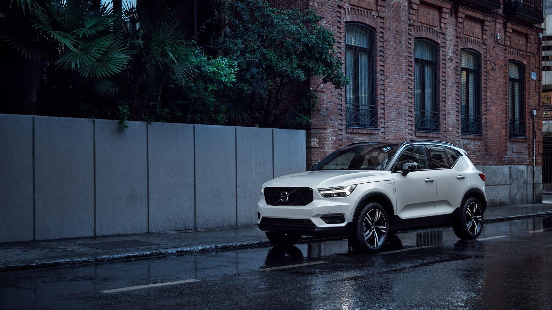 Volvo XC40 із вигодою </br> до 280 500 гривень *
